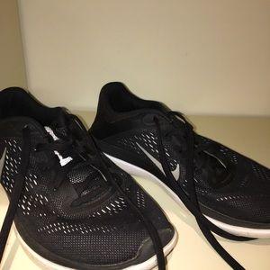 NIKE black boys running shoes
